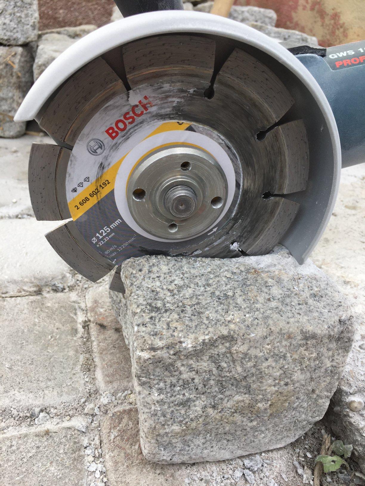Granitsteine Wurfel Oder Granit Palisaden Schneiden