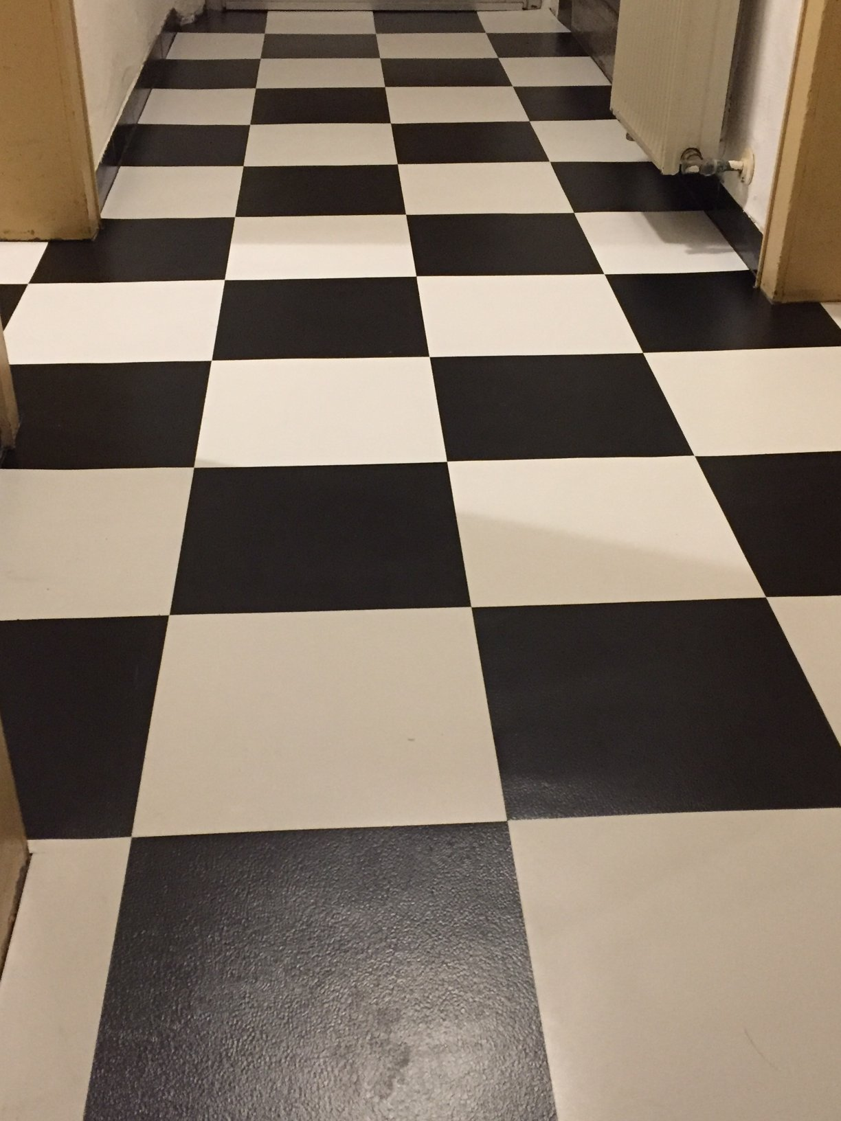 Beliebt Selbstklebende Vinyl Fliesen auf Fußboden verlegen VQ73