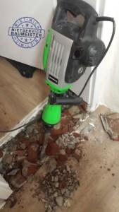 Abbruchhammer im Einsatz, Türschwelle